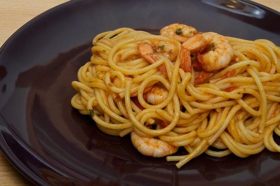 Spaghetti pomodoro e mazzancolle