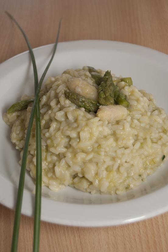 Risotto con asparagi, parmigiano e erba cipollina
