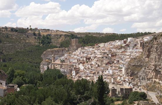 Arrivo ad Alcala del Jucar - vista dall'alto del paese